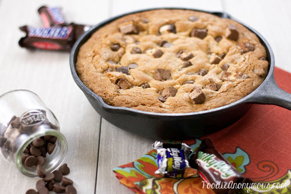 Halloween Candy Skillet Cookie - www.FoodieAnonymous.com