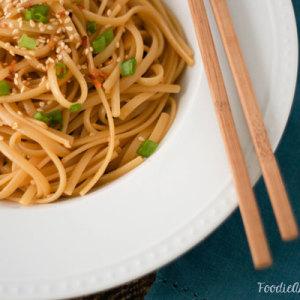 Sriracha Sesame Noodles - www.FoodieAnonymous.com